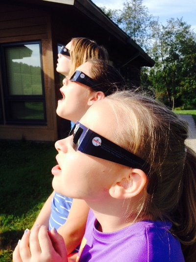 children looking at the sun